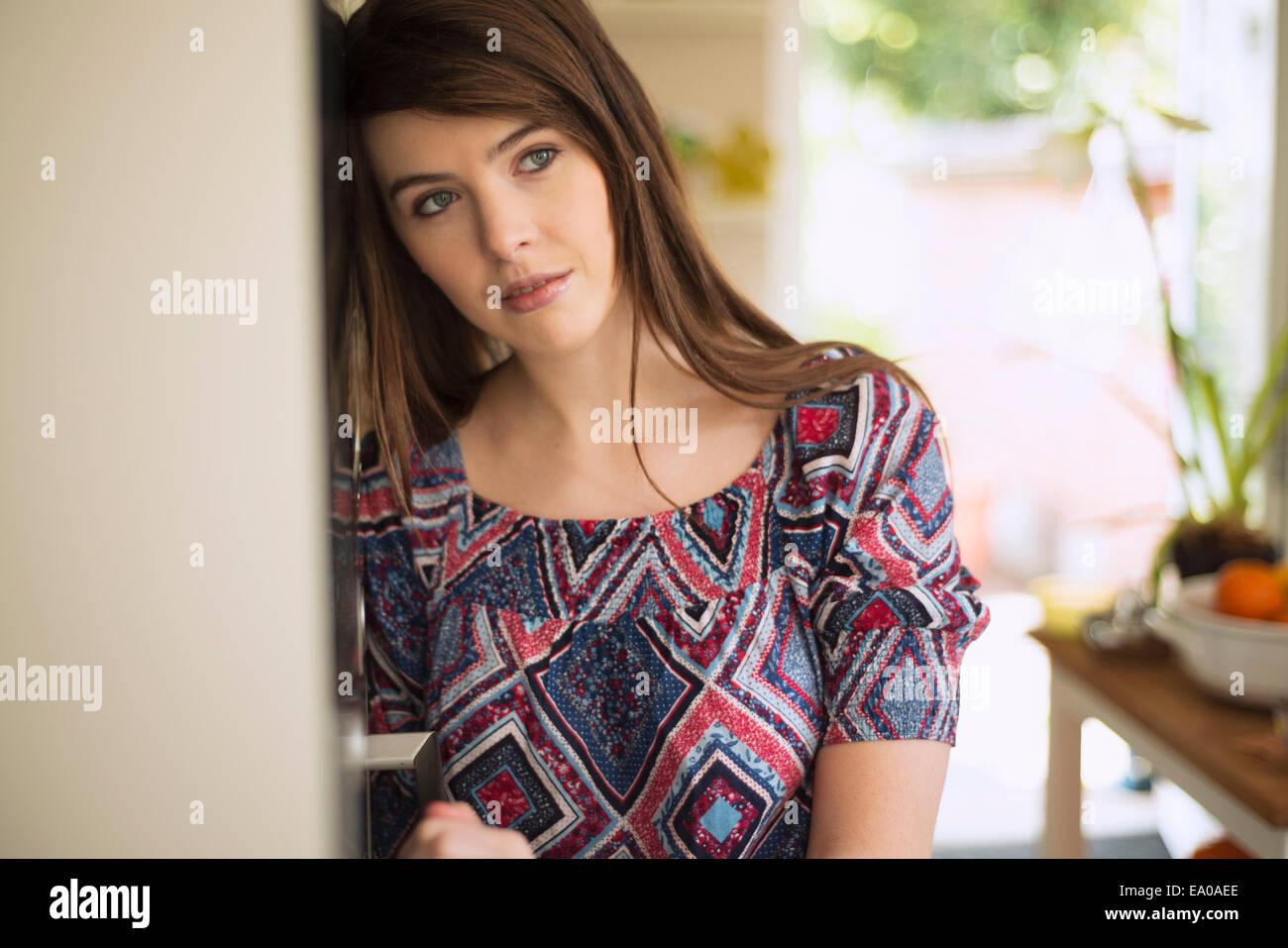 Jeune brunette woman, portrait Photo Stock