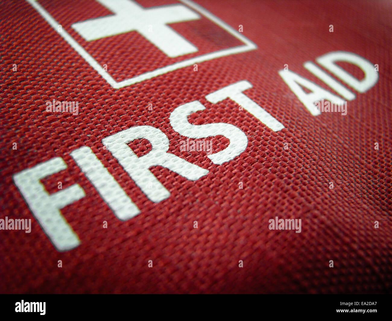 Droit Médical d'une trousse de premiers soins ou Pack Photo Stock