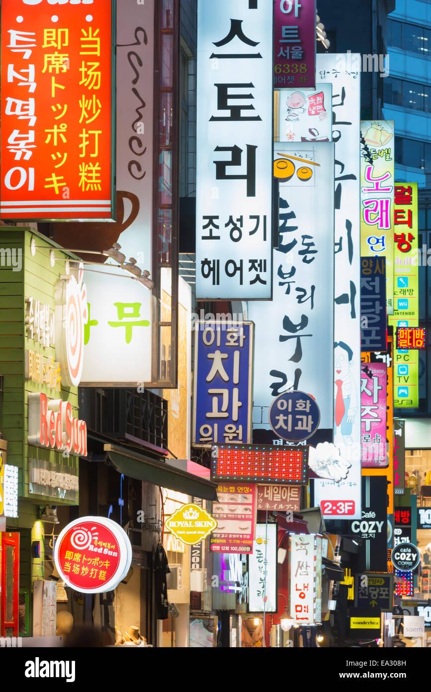 Neon éclairage des rues de Myeong-dong, Séoul, Corée du Sud, Asie Photo Stock