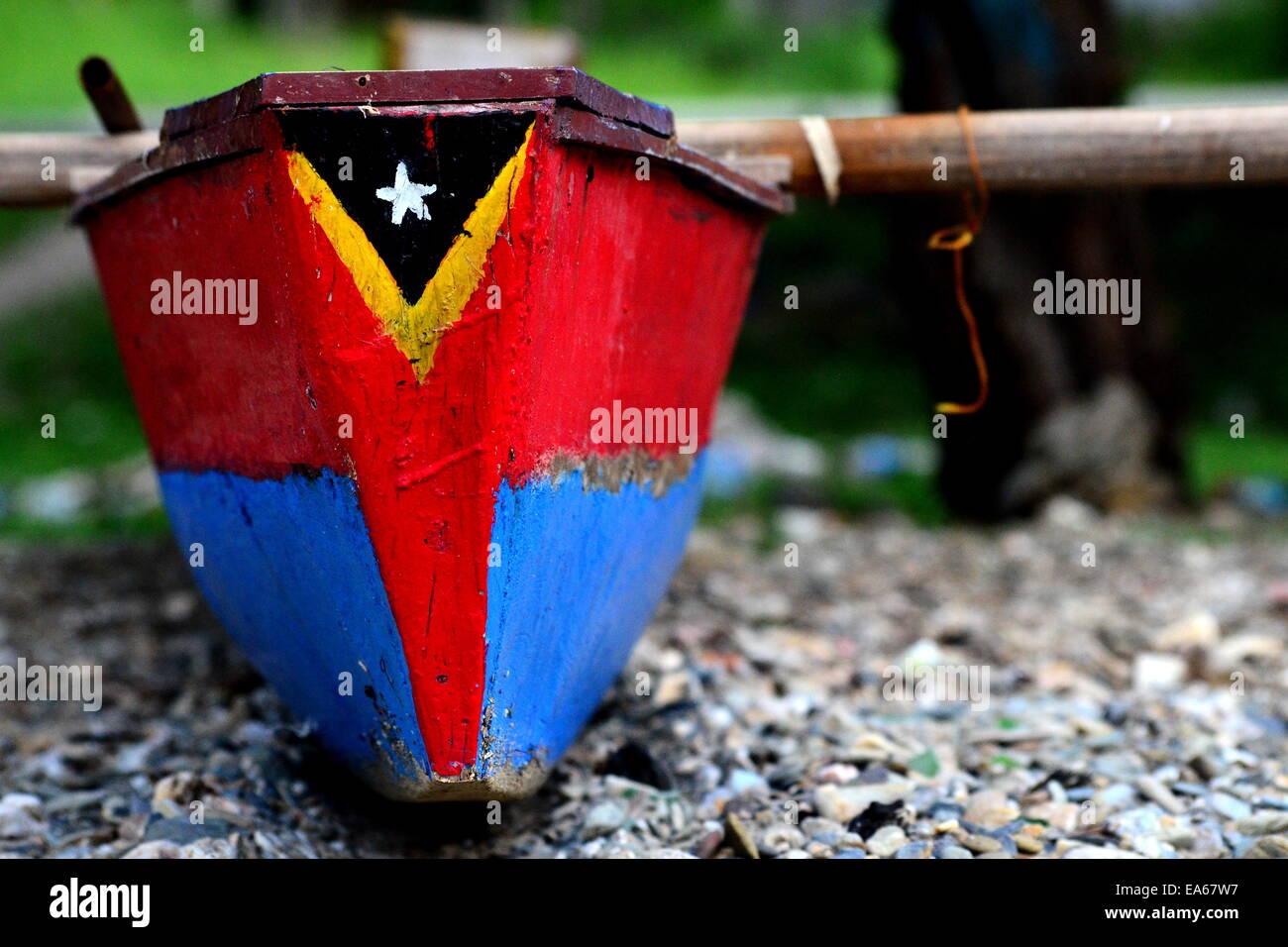 Drapeau du Timor oriental sur bateau de pêche Banque D'Images