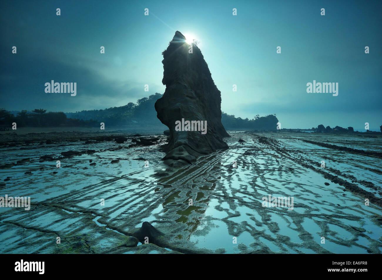 L'Indonésie, Sawarna, Tanjung Layar, vue de rock formation Photo Stock