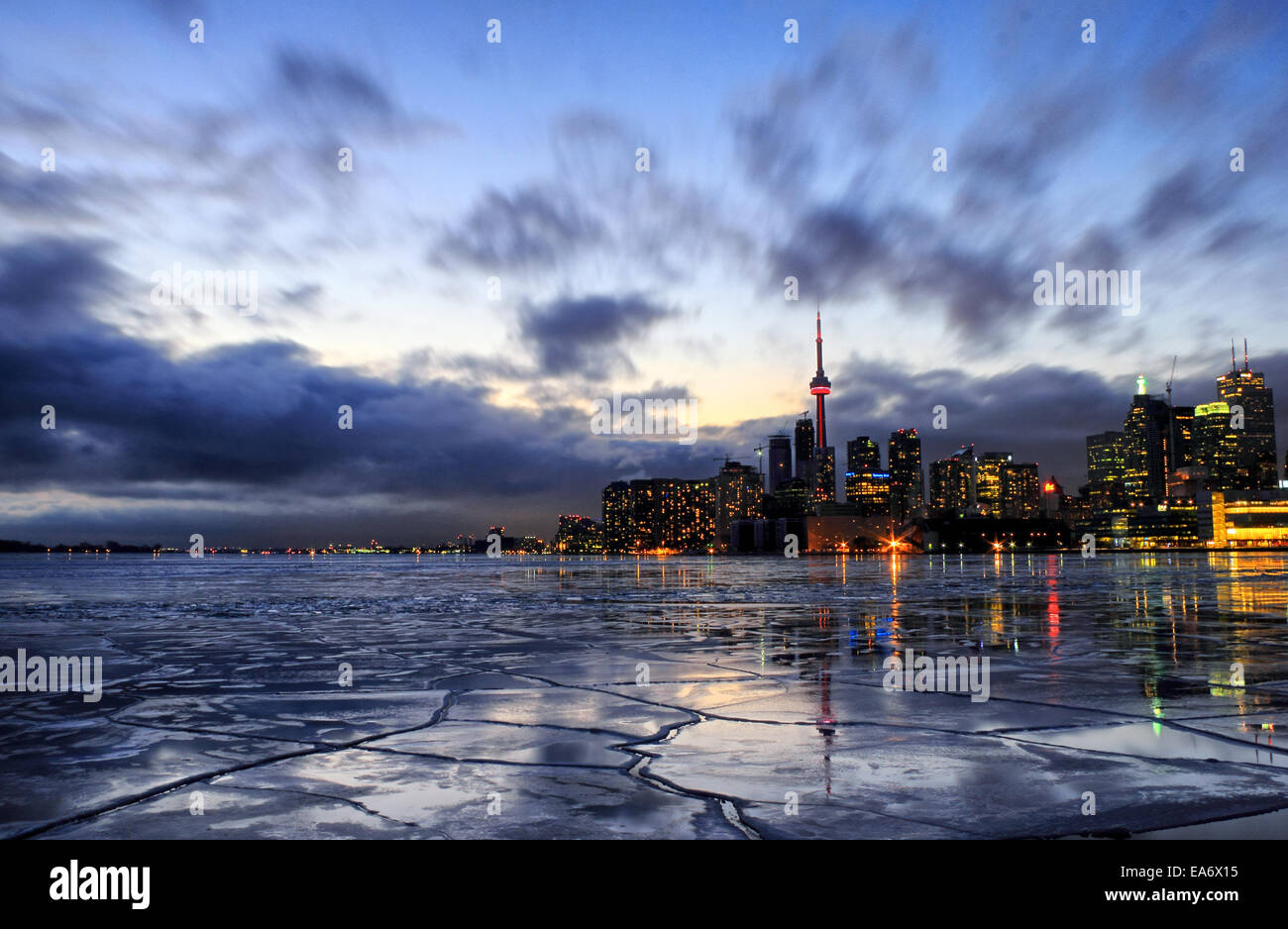 Le port de Toronto avec de la glace gelée froide en janvier de 2014. Toronto a vécu un très long Photo Stock