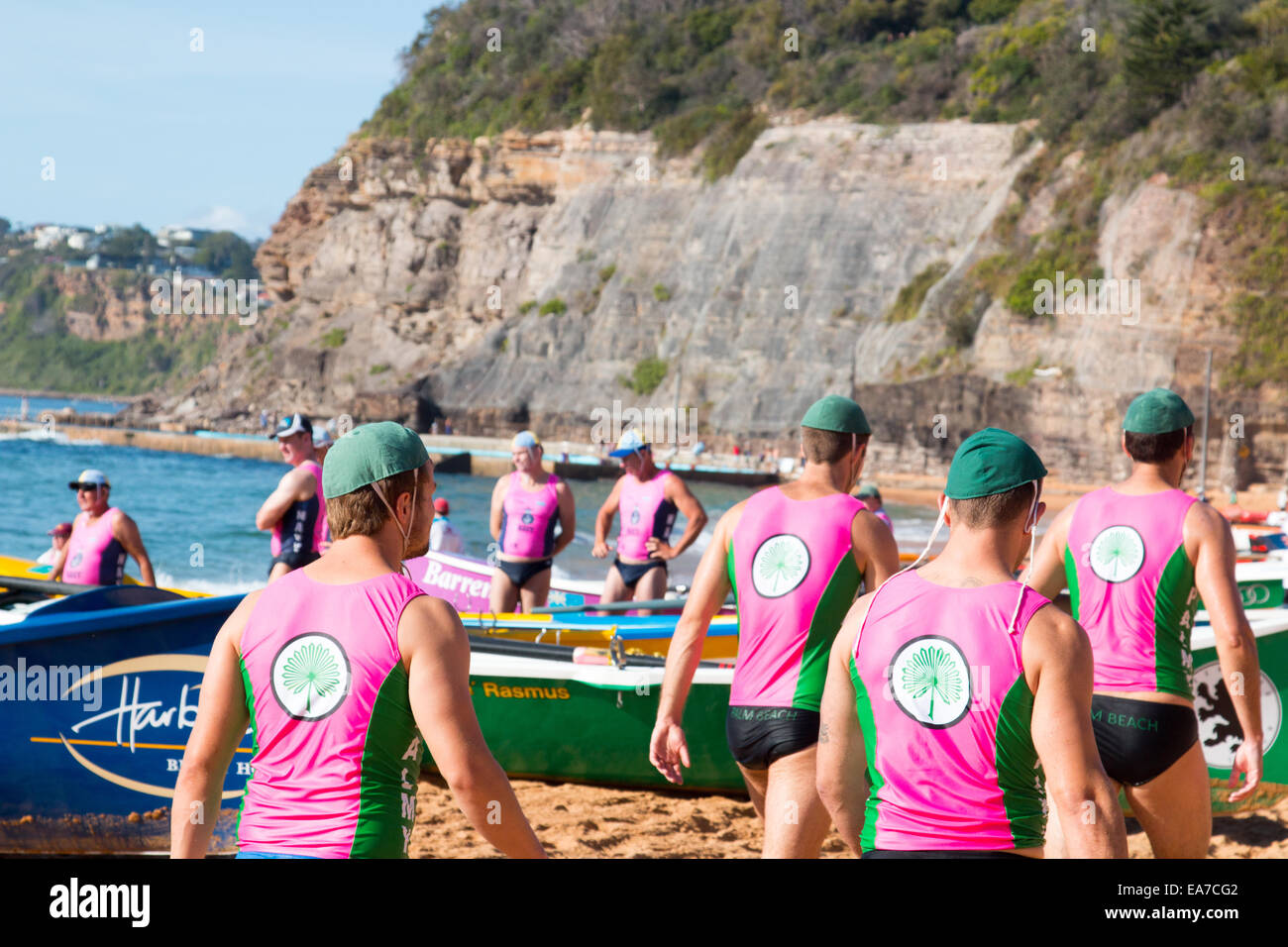 Sydney, Australie. Nov 8, 2014. La concurrence entre les courses d'été surfboat surfclubs situé Photo Stock