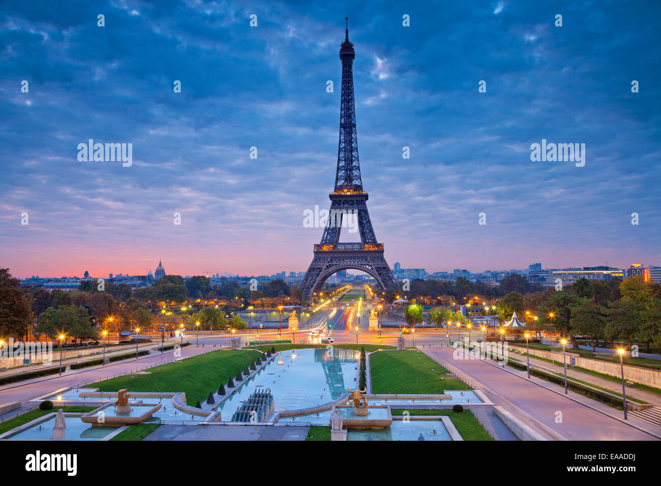 Tower photos tower images alamy - Images de la tour eiffel au coucher de soleil ...