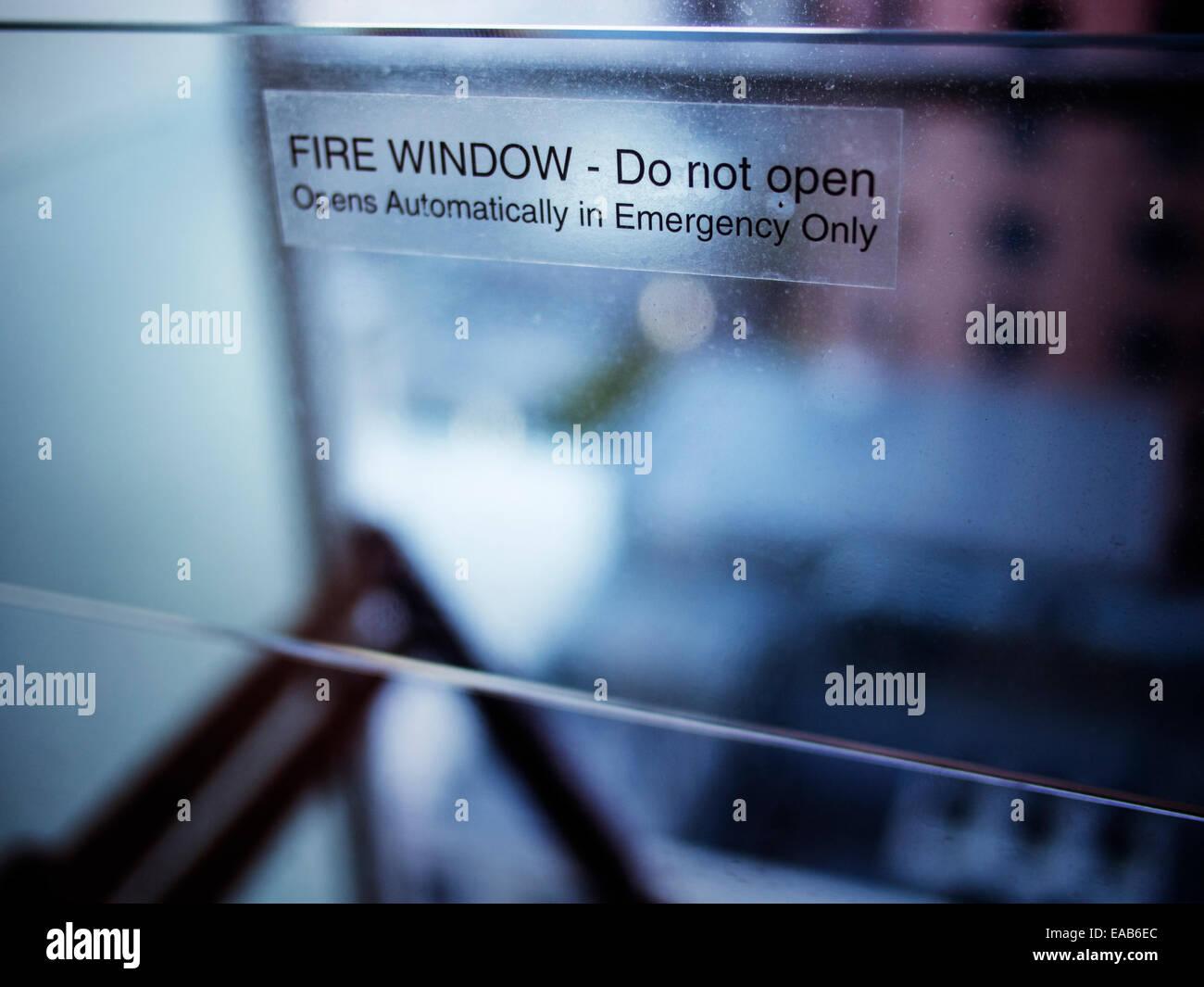 N'ouvrez pas la fenêtre d'incendie Banque D'Images