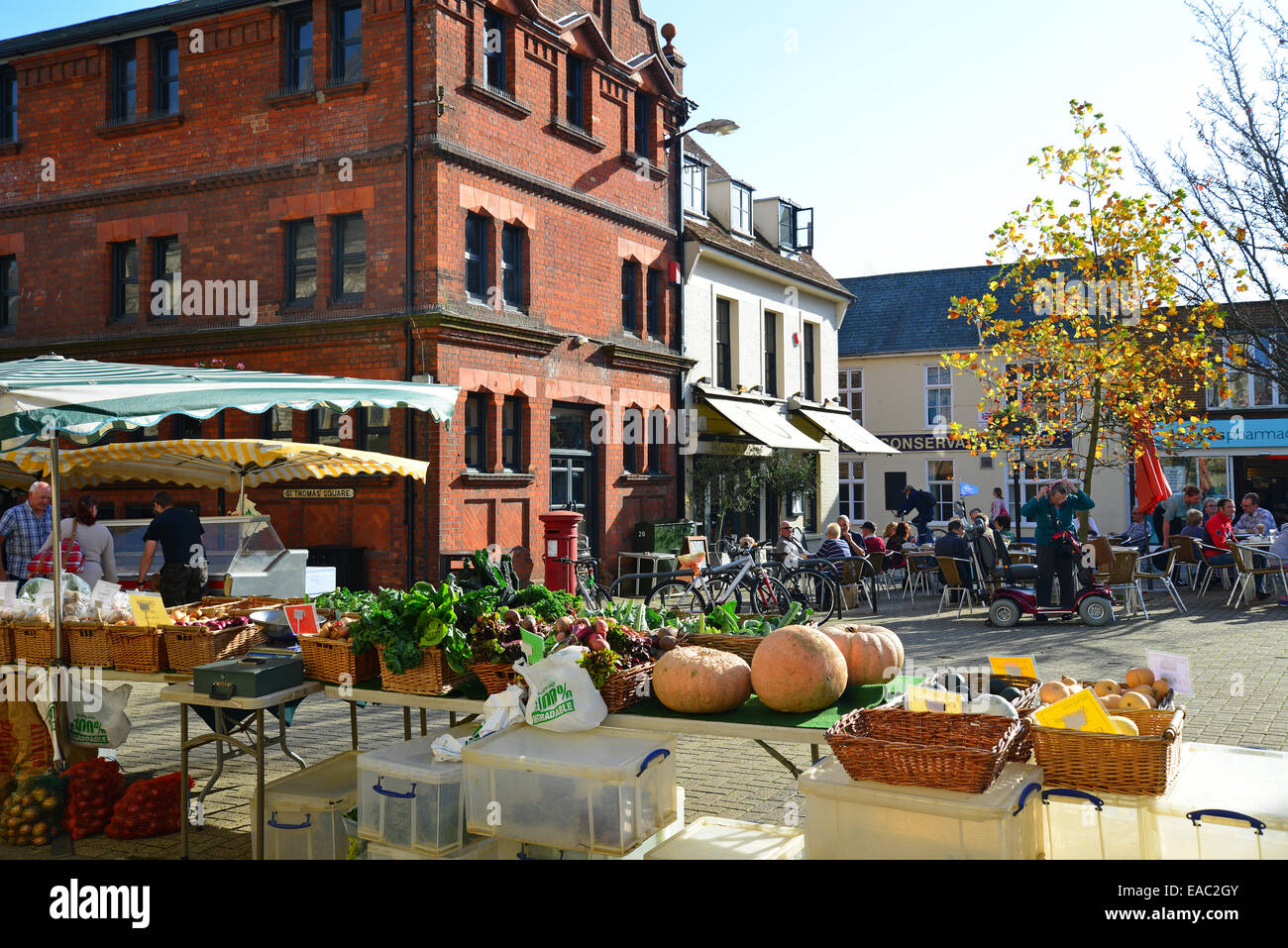 Farmer's Market stall, St Thomas' Square, Newport, Isle of Wight, Angleterre, Royaume-Uni Photo Stock