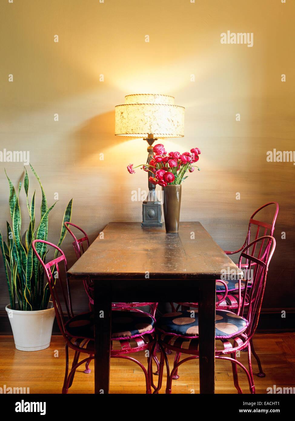 Salle à manger avec table et chaises Photo Stock