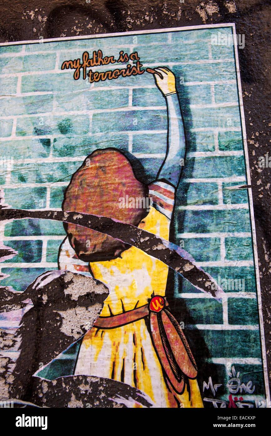 mon père est un terroriste' affiche sur un mur, street art, prague