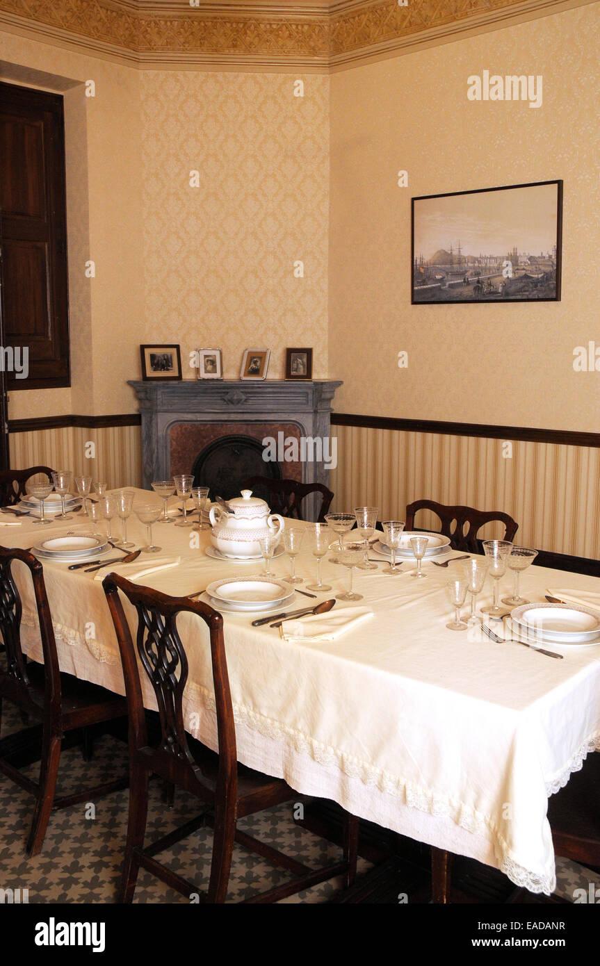 Table à manger; tableau préparé, servi table, table du déjeuner classique table prête, Photo Stock