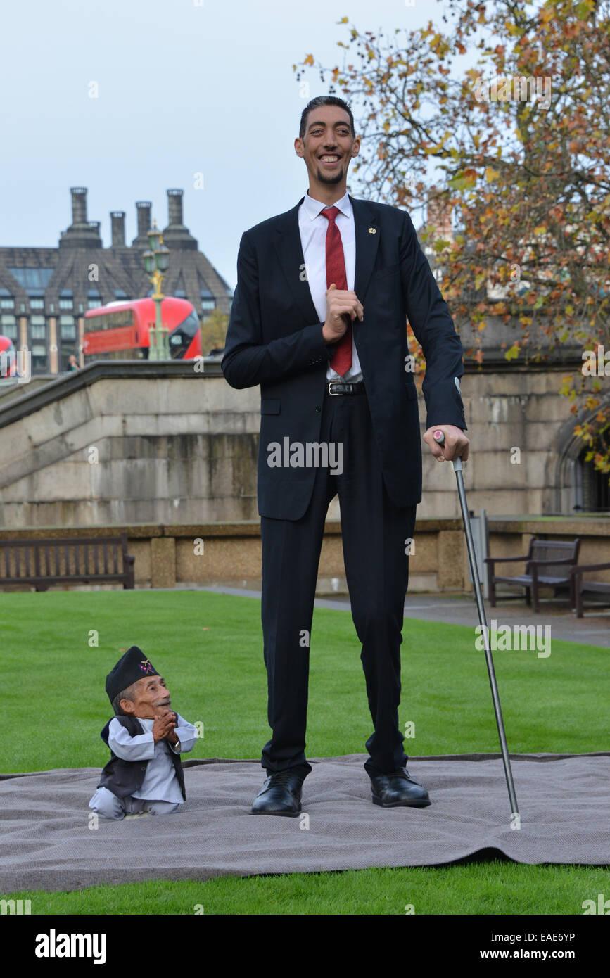 Worlds Shortest Man Photos Worlds Shortest Man Images Alamy