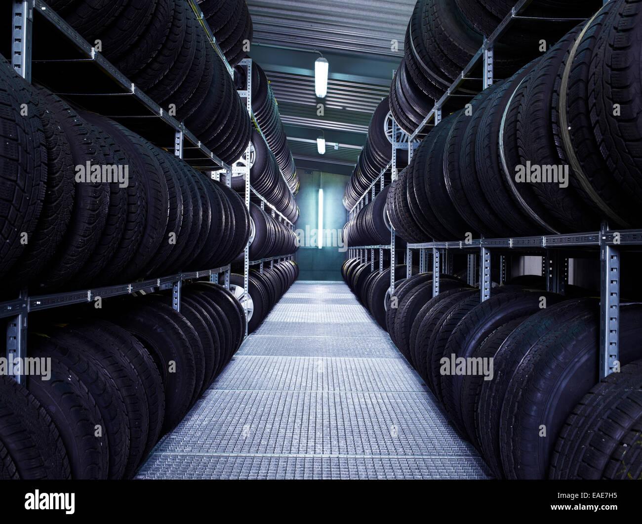 Entrepôt de pneus de voiture Volkswagen VW Strasser, atelier de réparation, St.Gertraudi, Reith im Alpbachtal, Photo Stock