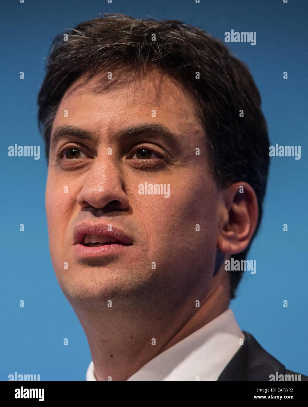 Ed Miliband, chef de l'opposition, en parlant à la conférence annuelle de l'IBC à l'hôtel Photo Stock