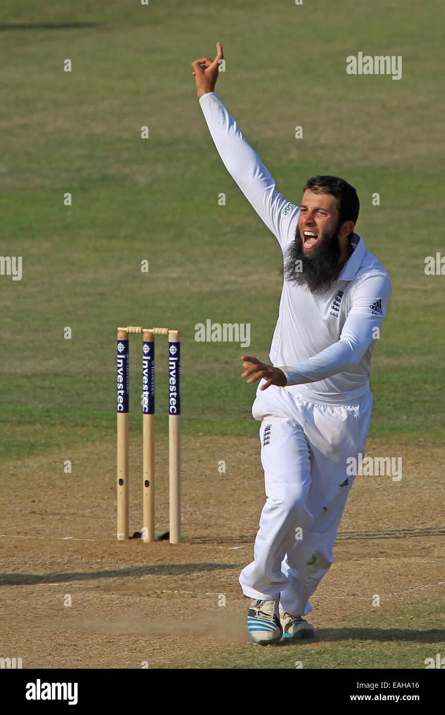 Cricket - Moeen Ali de l'Angleterre célèbre en tenant le wicket Photo Stock