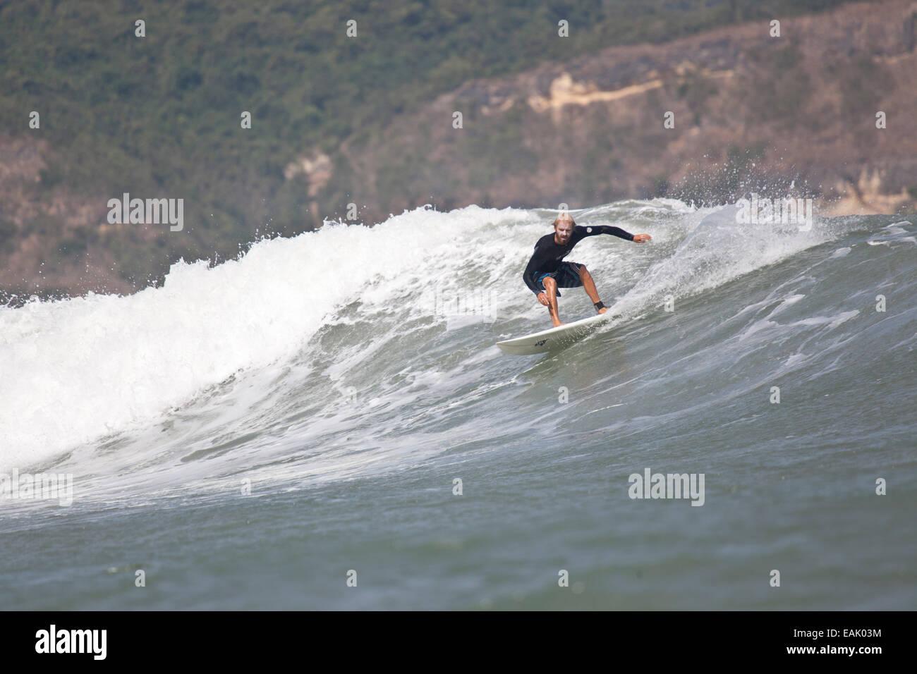 Le surf en Indonésie Photo Stock