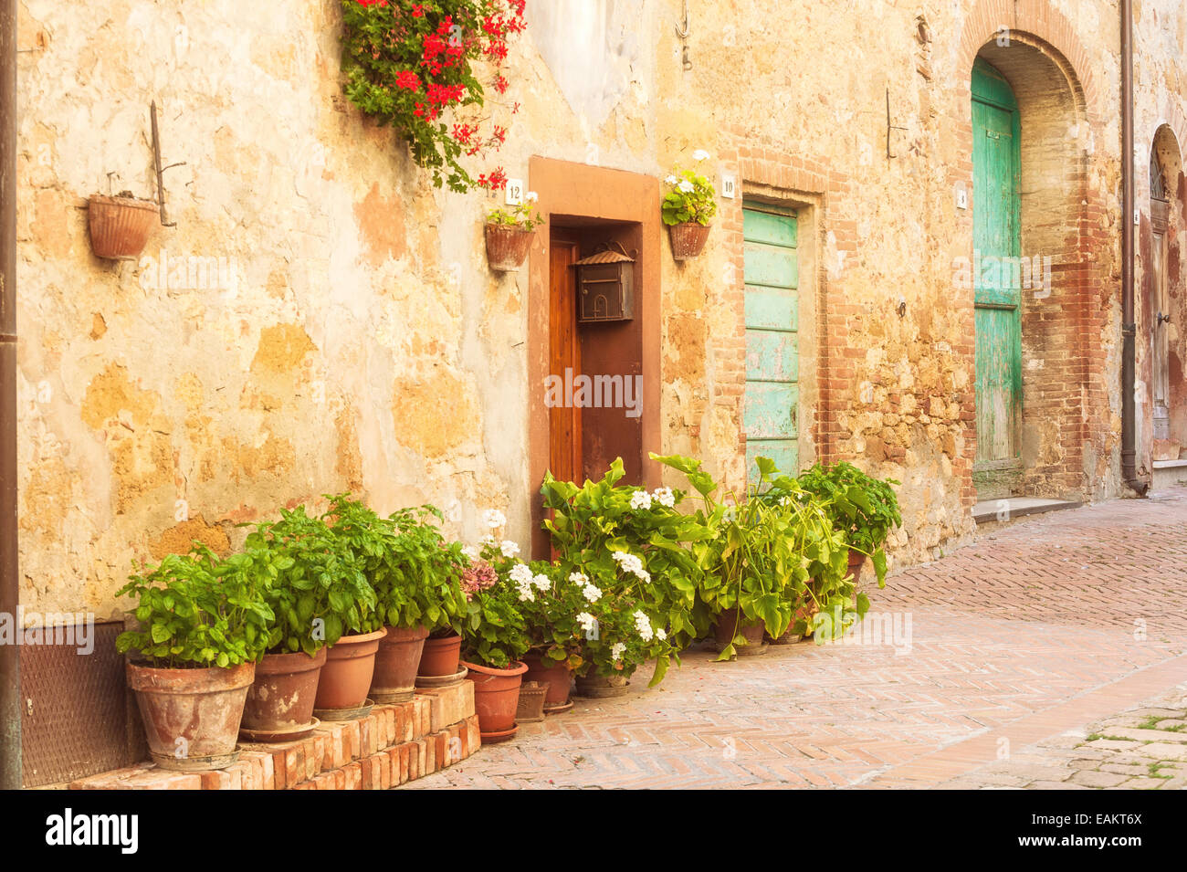 Les rues ensoleillées de la ville italienne de Toscane Pienza Photo Stock