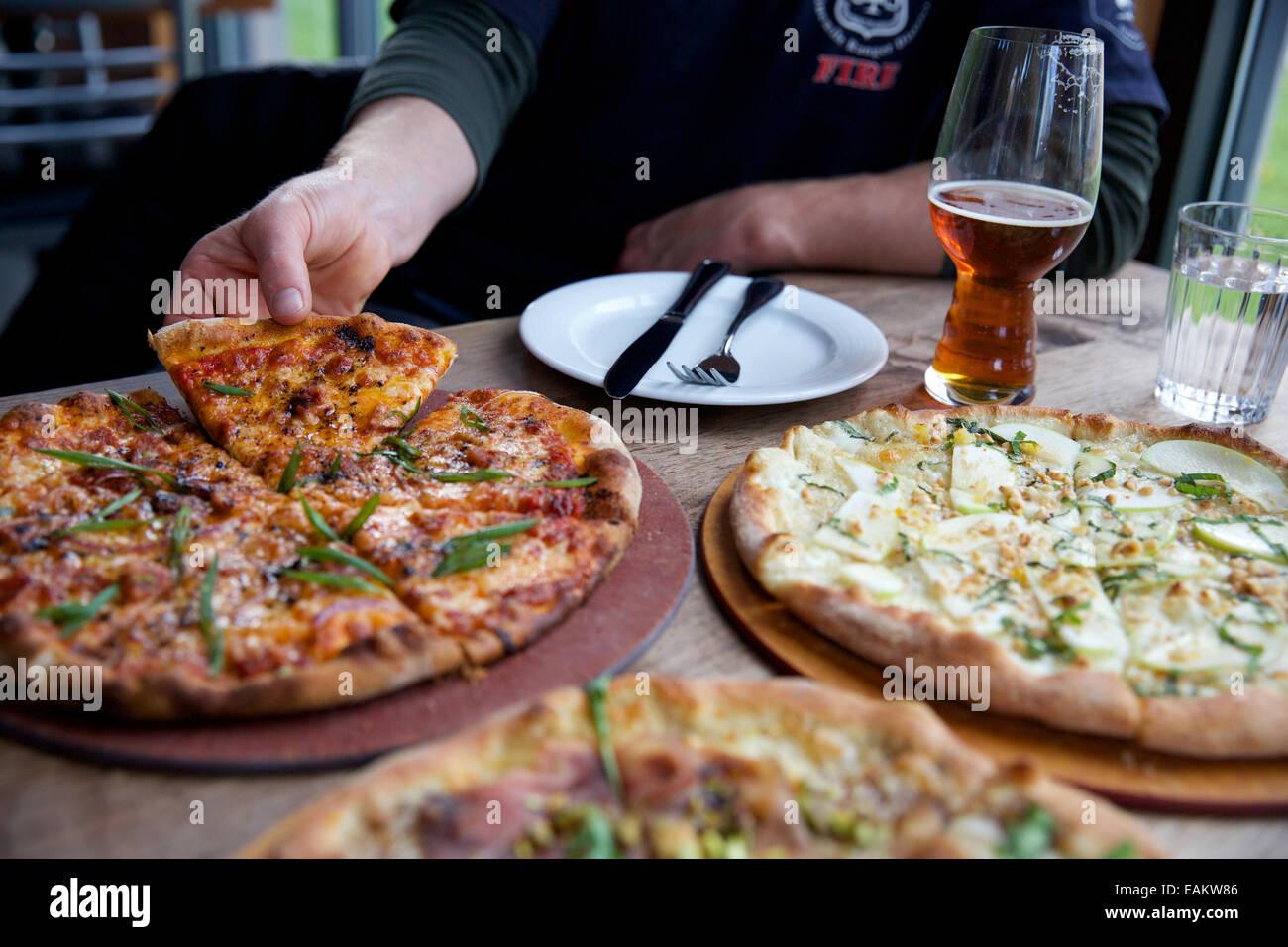 Gourmet Pizza à Missoula, Montana. (Photo par Bess Brownlee) Photo Stock