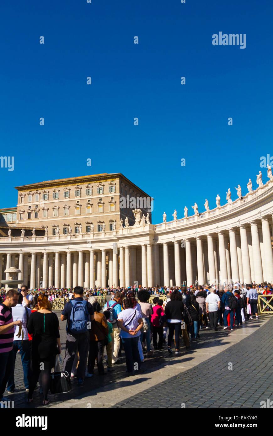 File d'attente à la basilique St Pierre, Piazza San Pietro, la place Saint Pierre, le Vatican, Rome, Italie Photo Stock