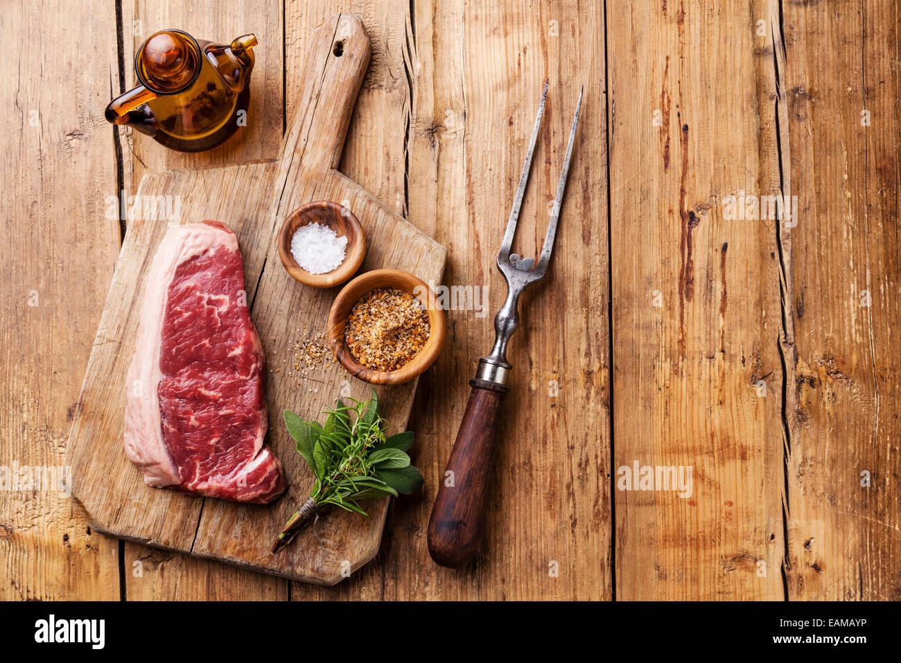 Matières de la viande fraîche de boeuf premium d'Amérique du Sud New York steak Faux-filet sur Photo Stock