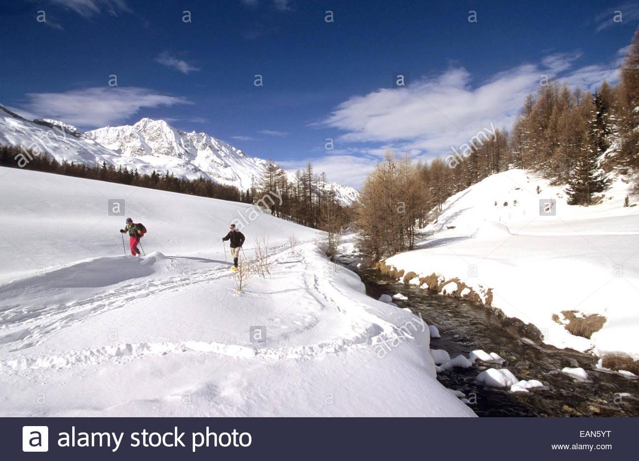 Couple de raquette. Paysage en Haute-Tarentaise. Savoie, France. Photo Stock