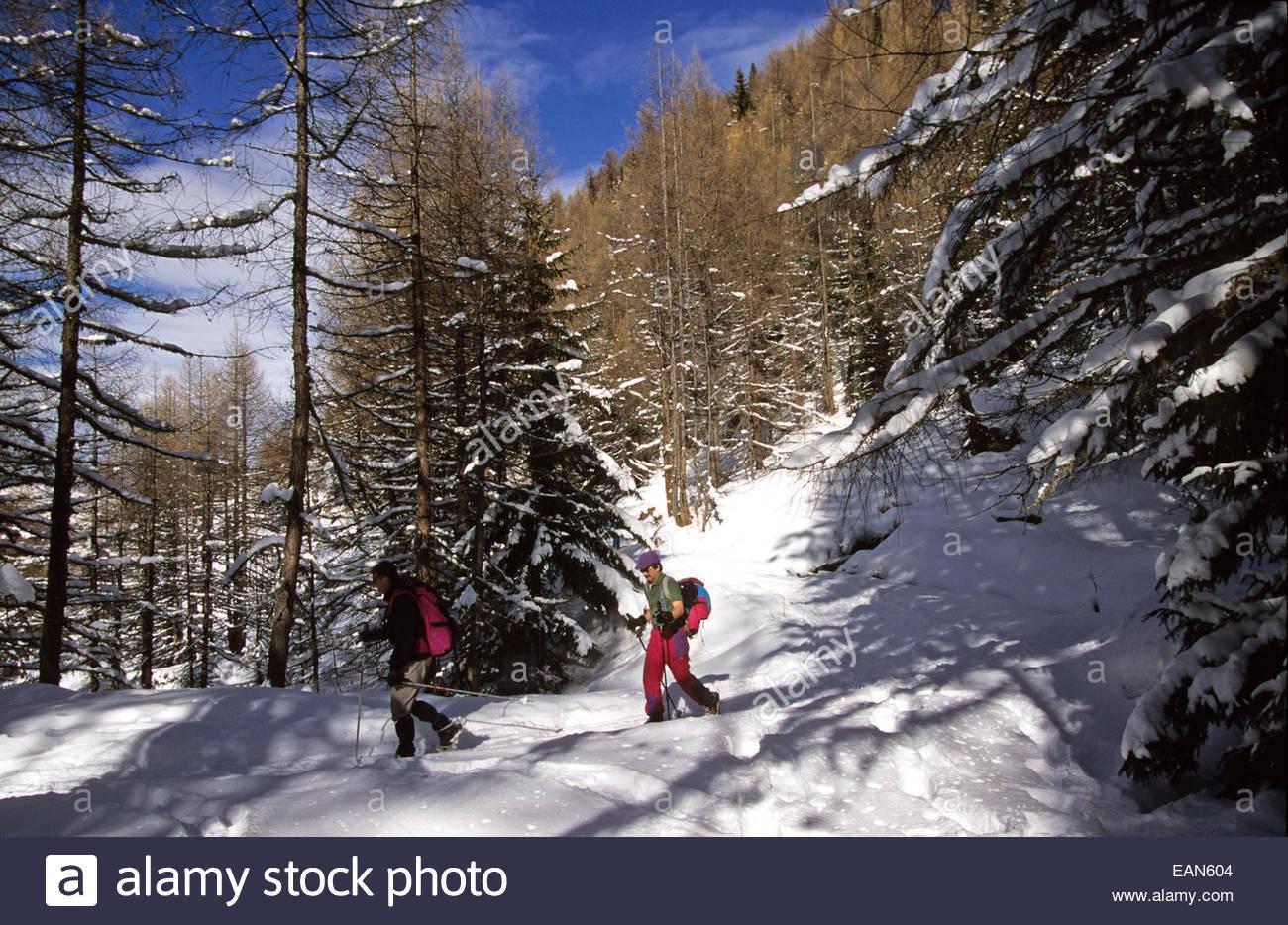 La raquette en couple paysage Haute-Tarentaise. Savoie, France. Photo Stock