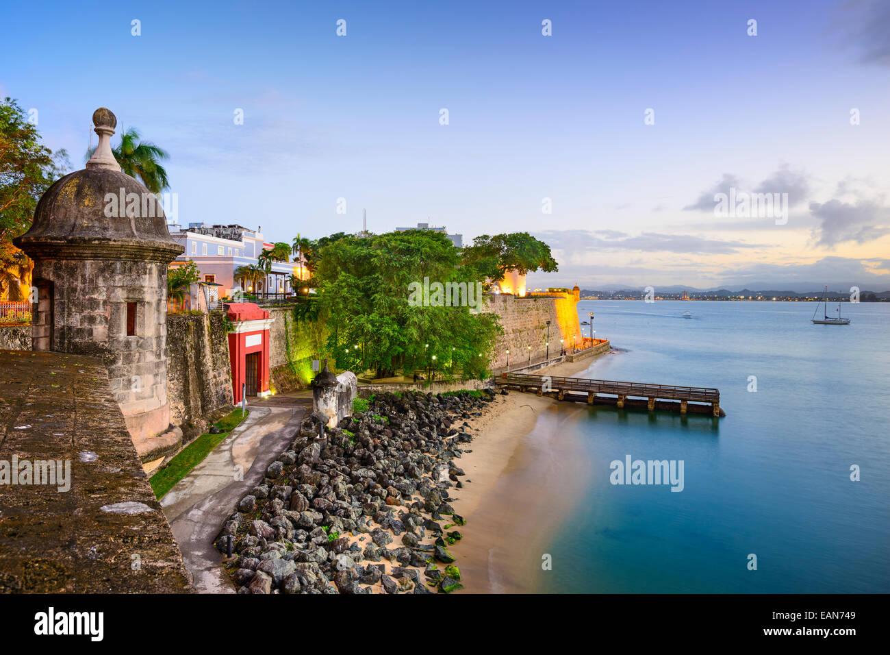 San Juan, Puerto Rico vue vieille ville sur le Paseo de la Princesa. Photo Stock