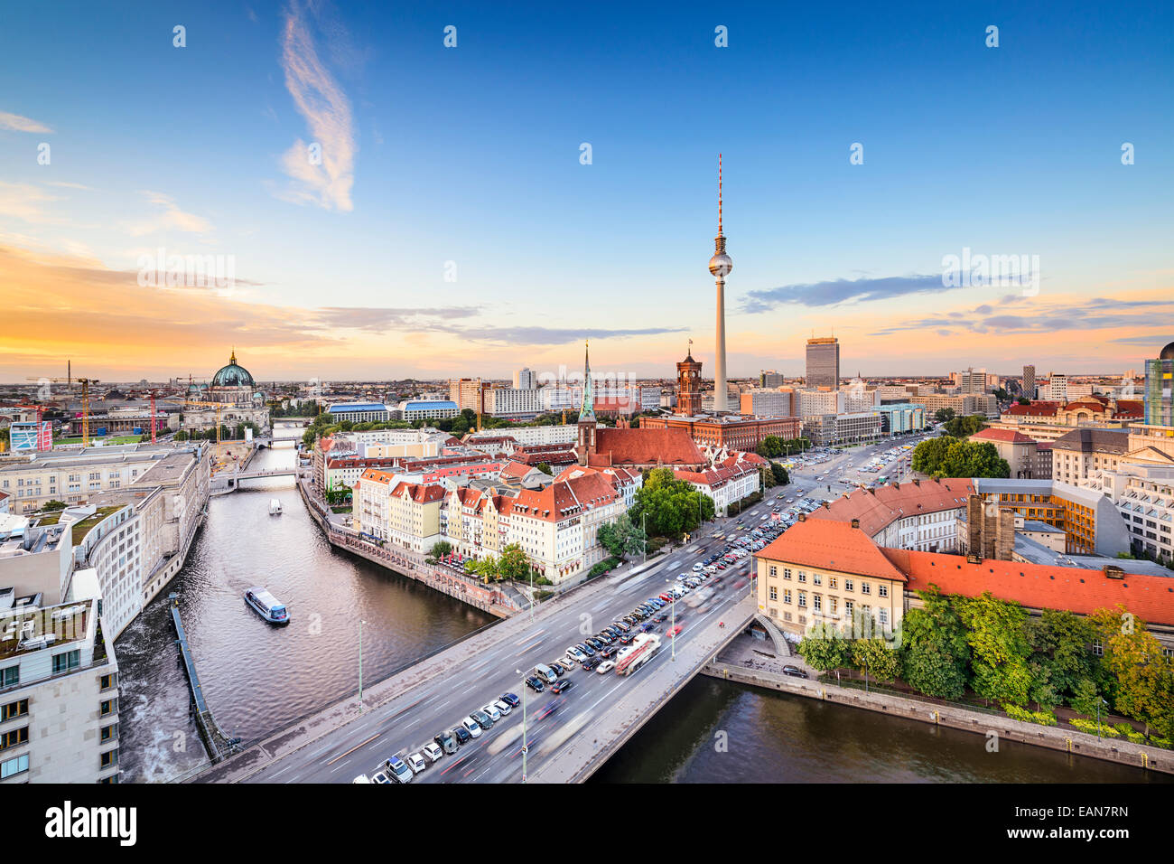 Berlin, Allemagne skyline sur la rivière Spree. Photo Stock