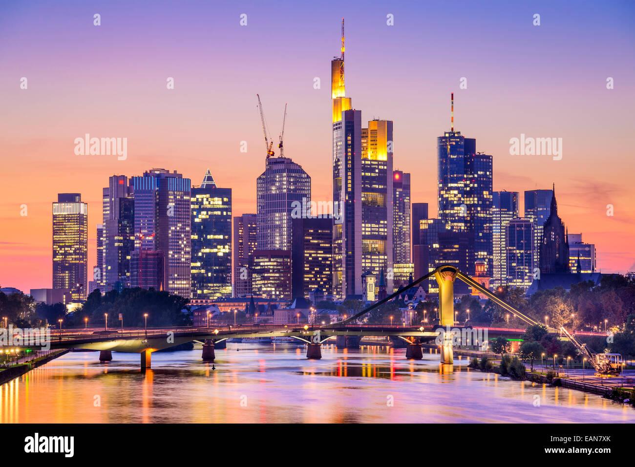 Frankfurt am Main, Allemagne City Skyline at Dusk. Photo Stock