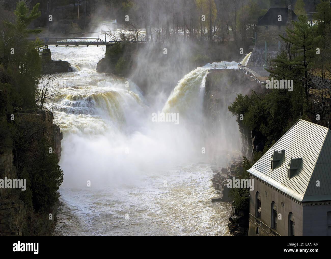 La Ausable chasm falls au printemps Banque D'Images