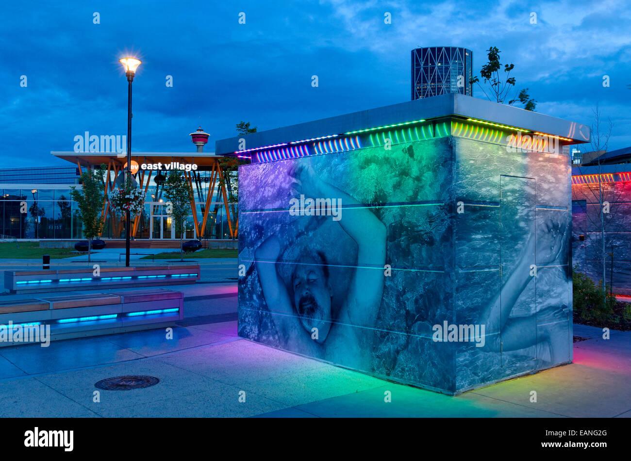 Arty, controversé, high tech les toilettes publiques, East Village, Calgary, Alberta, Canada Photo Stock