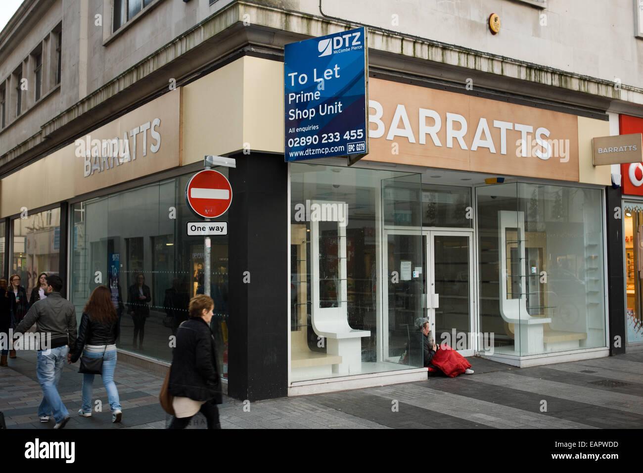 Donegall Place, Belfast, Royaume-Uni 19 novembre 2014. Barratts magasin de chaussures qui a déménagé à Castle court Banque D'Images