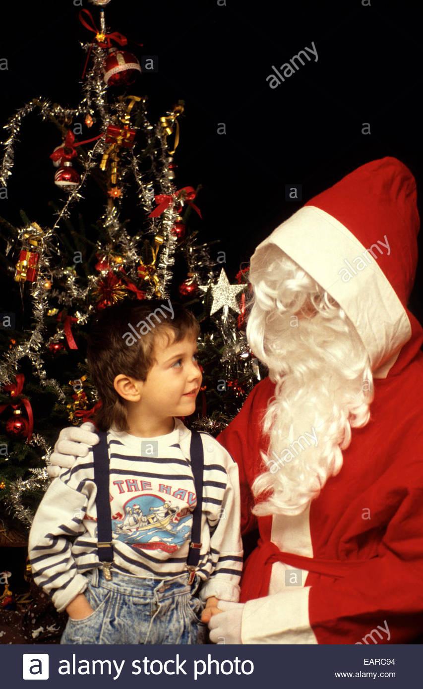 Le Père Noël et l'enfant, la France. Parution du modèle Photo Stock