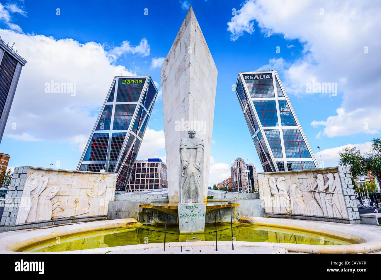 Les tours Puerta de Europa, vue de la Plaza de Castilla. Photo Stock