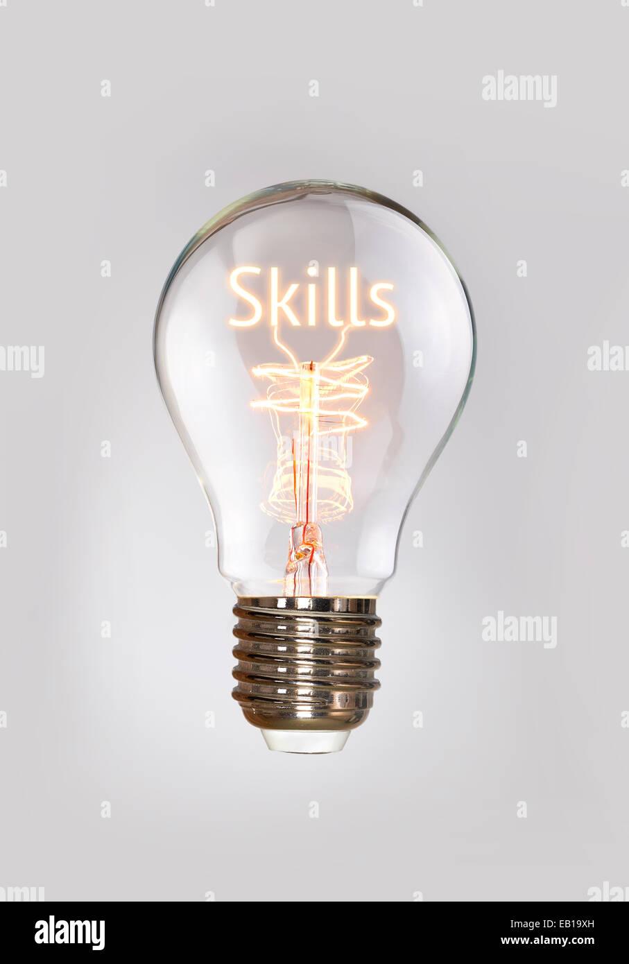 Concept des compétences dans une ampoule à incandescence. Photo Stock