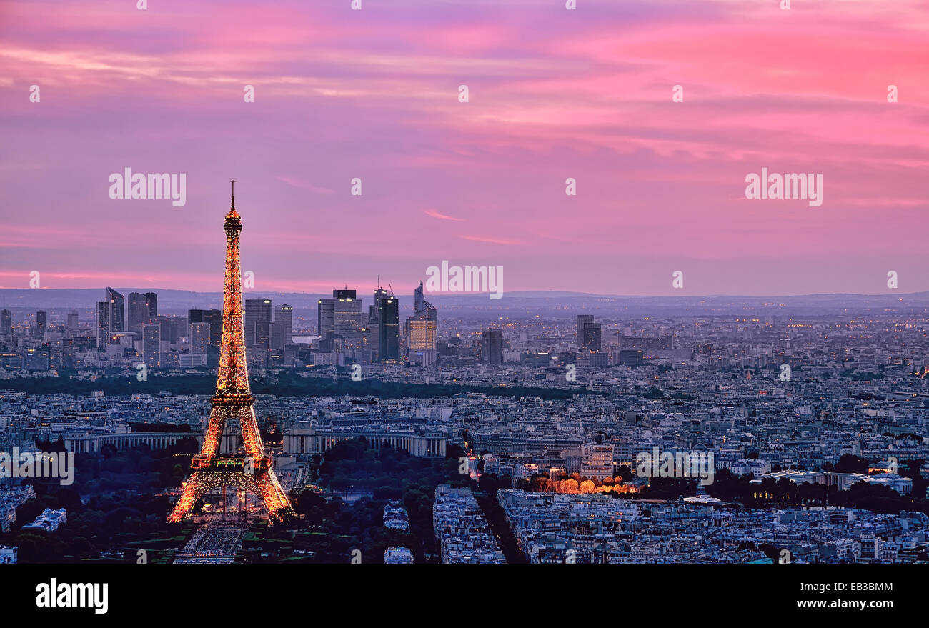 La Tour Eiffel et sur les toits de la ville, Paris, France Photo Stock