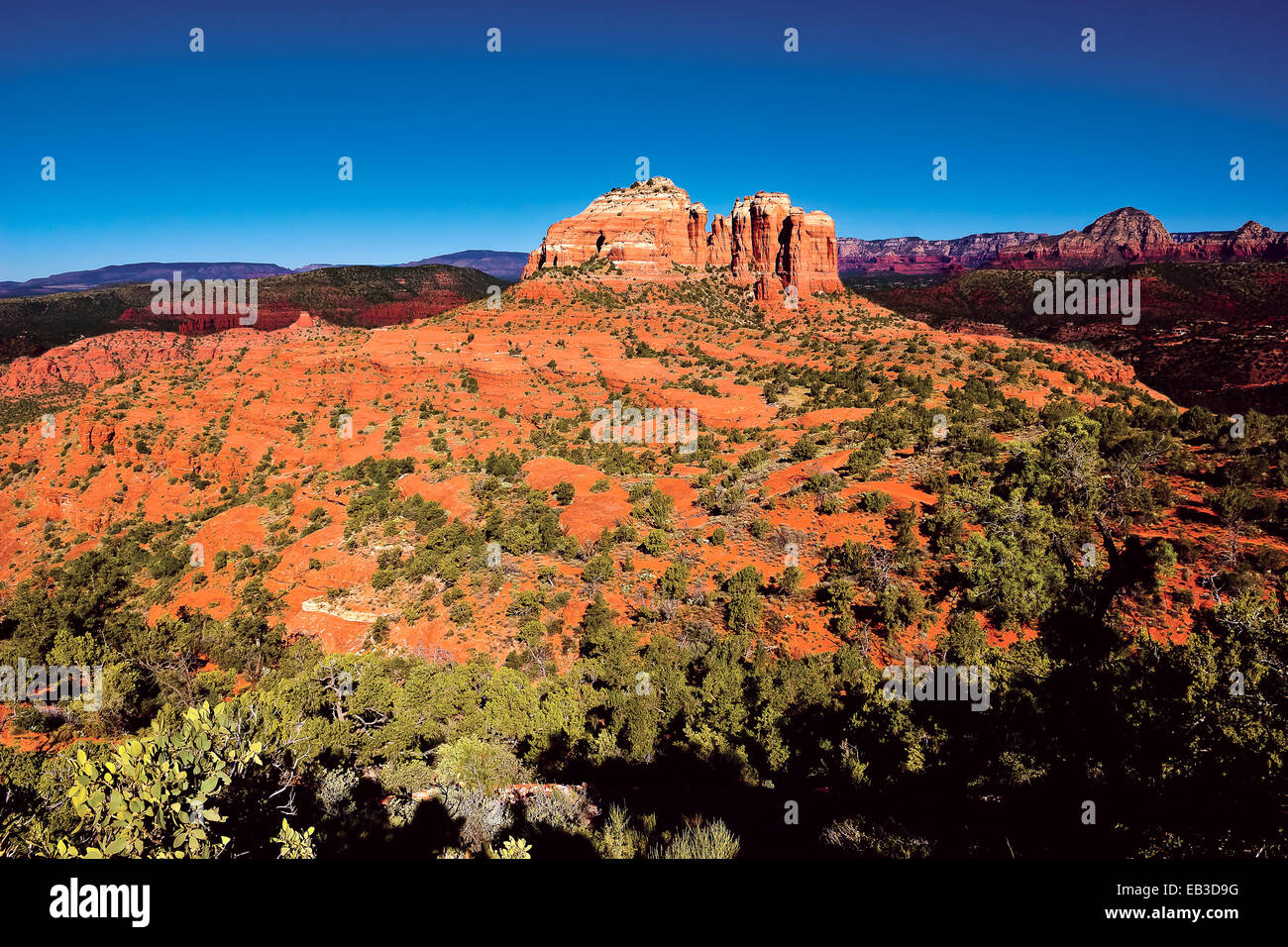 USA, Arizona, Yavapai Comté, Sedona, Cathedral Rock vu du sentier Hiline Vista east side Photo Stock