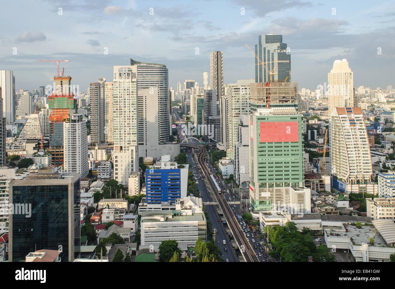 Vue sur la ville de Bangkok avec le trafic principal Photo Stock
