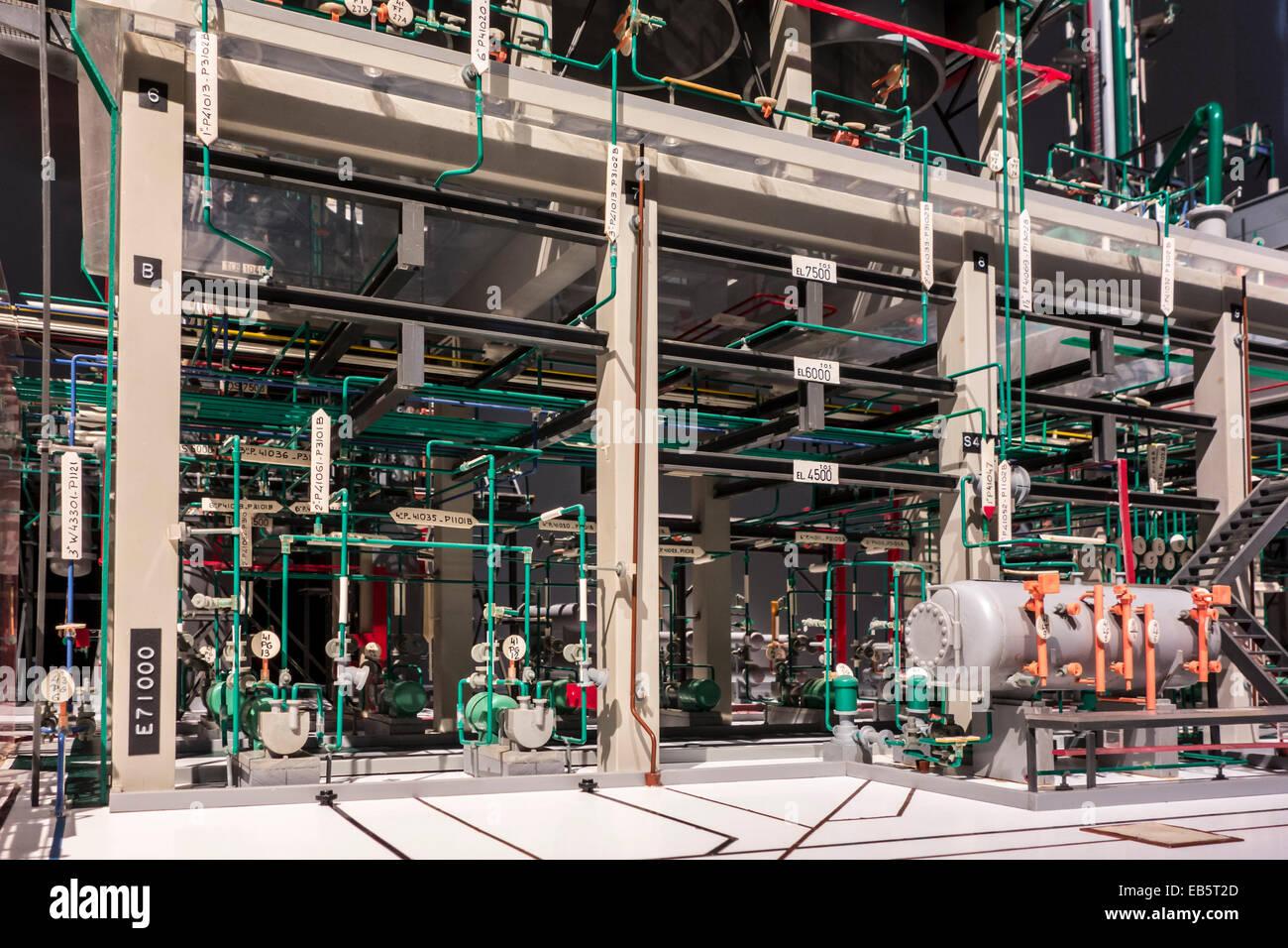Modèle à l'échelle d'une unité de craquage d'une raffinerie de pétrole Shell Photo Stock