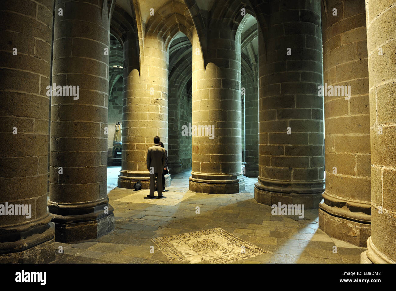 Crypte des piliers massifs, l'abbaye du Mont Saint Michel, Manche, Basse Normandie, France, Europe. Photo Stock