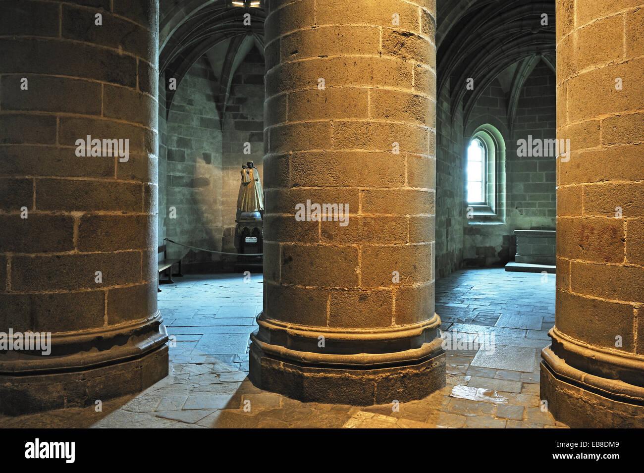 Crypte des piliers massifs, l'abbaye du Mont Saint Michel, Manche, Basse Normandie, France, Europe. Photo Stock