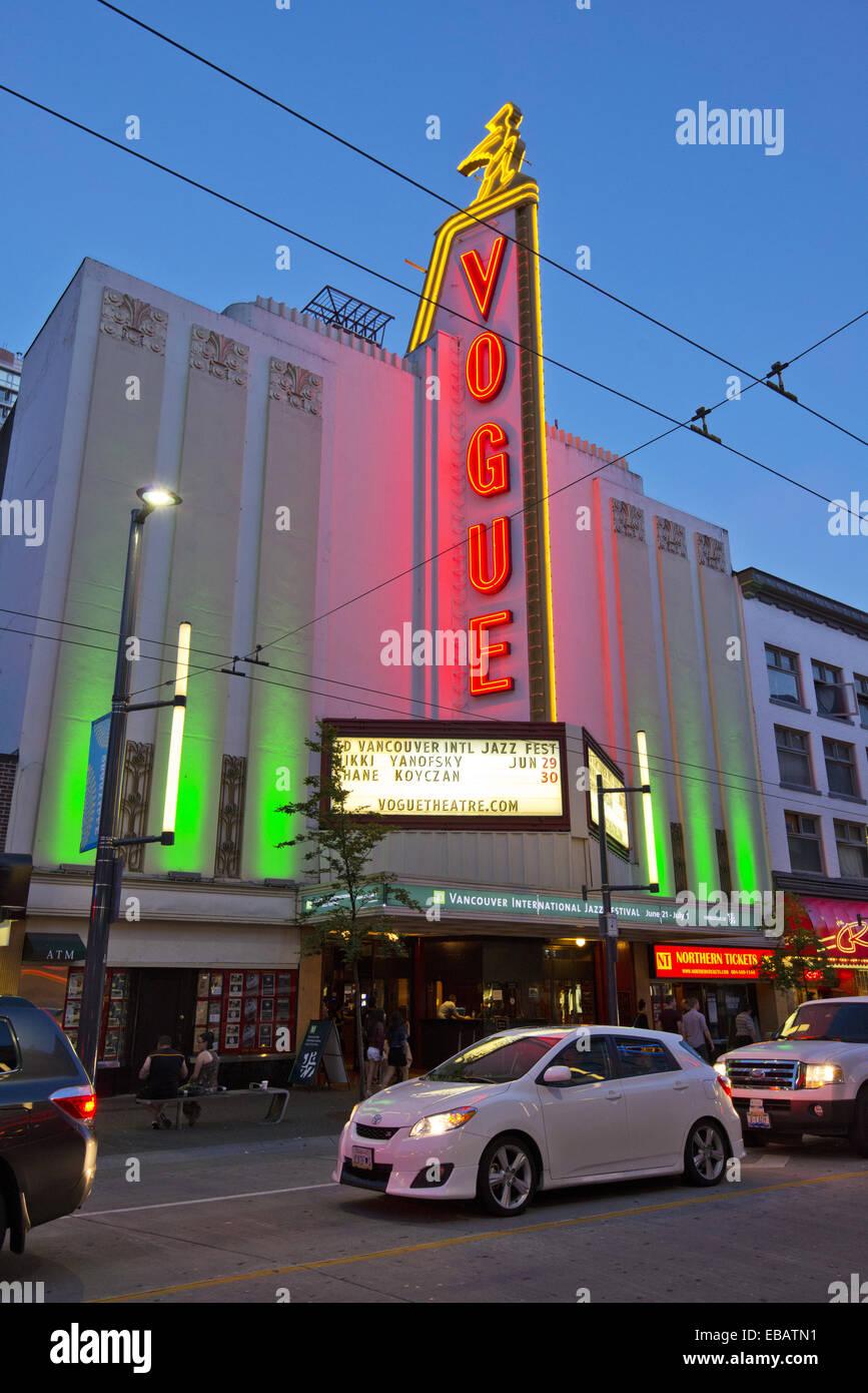 Théâtre Vogue sur Granville Street la nuit, pendant le festival de jazz, 2013, Vancouver, BC, Canada. Photo Stock