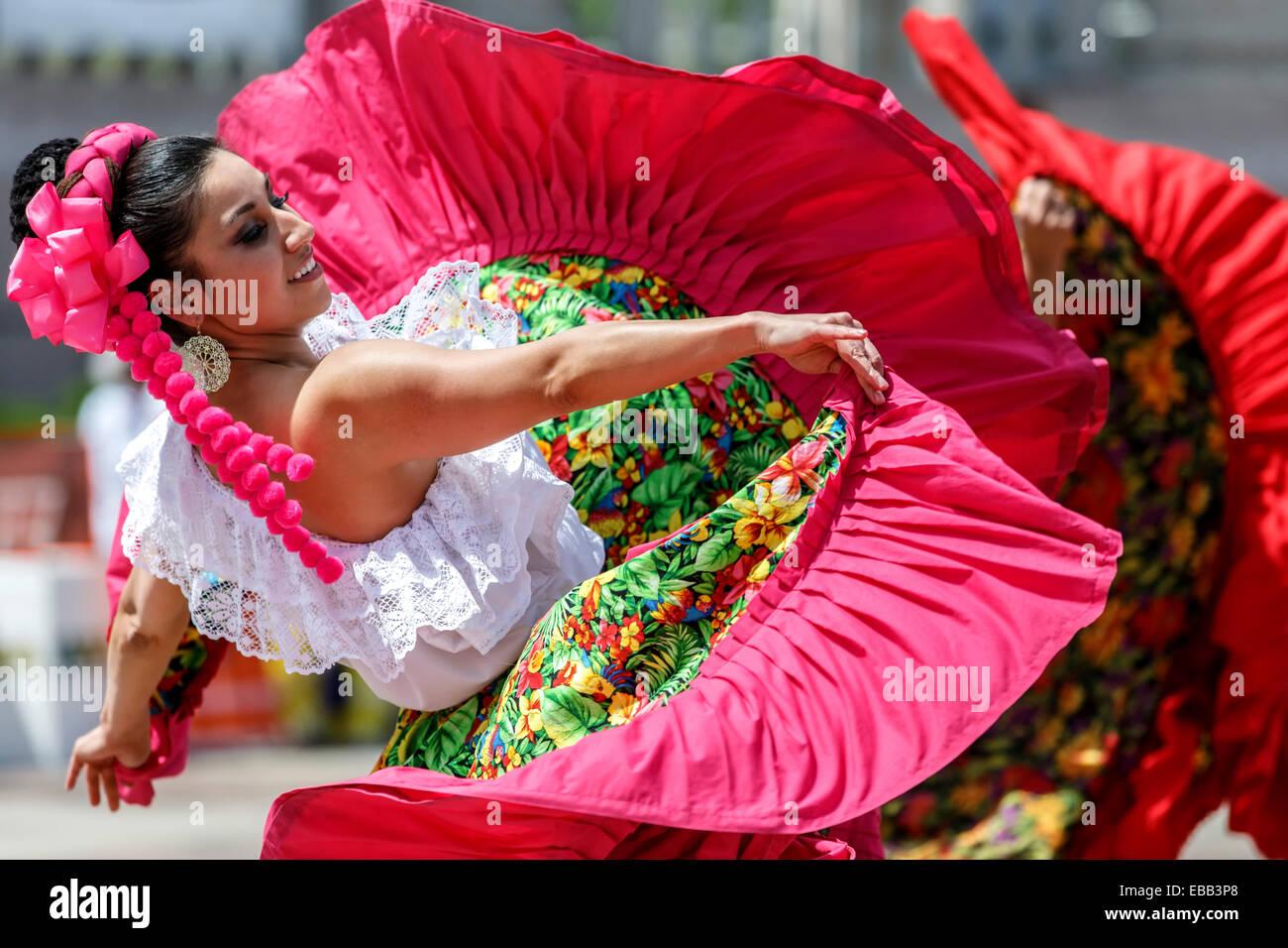 Danseuse mexicaine, célébration de Cinco de Mayo, Civic Center Park, Denver, Colorado USA Banque D'Images