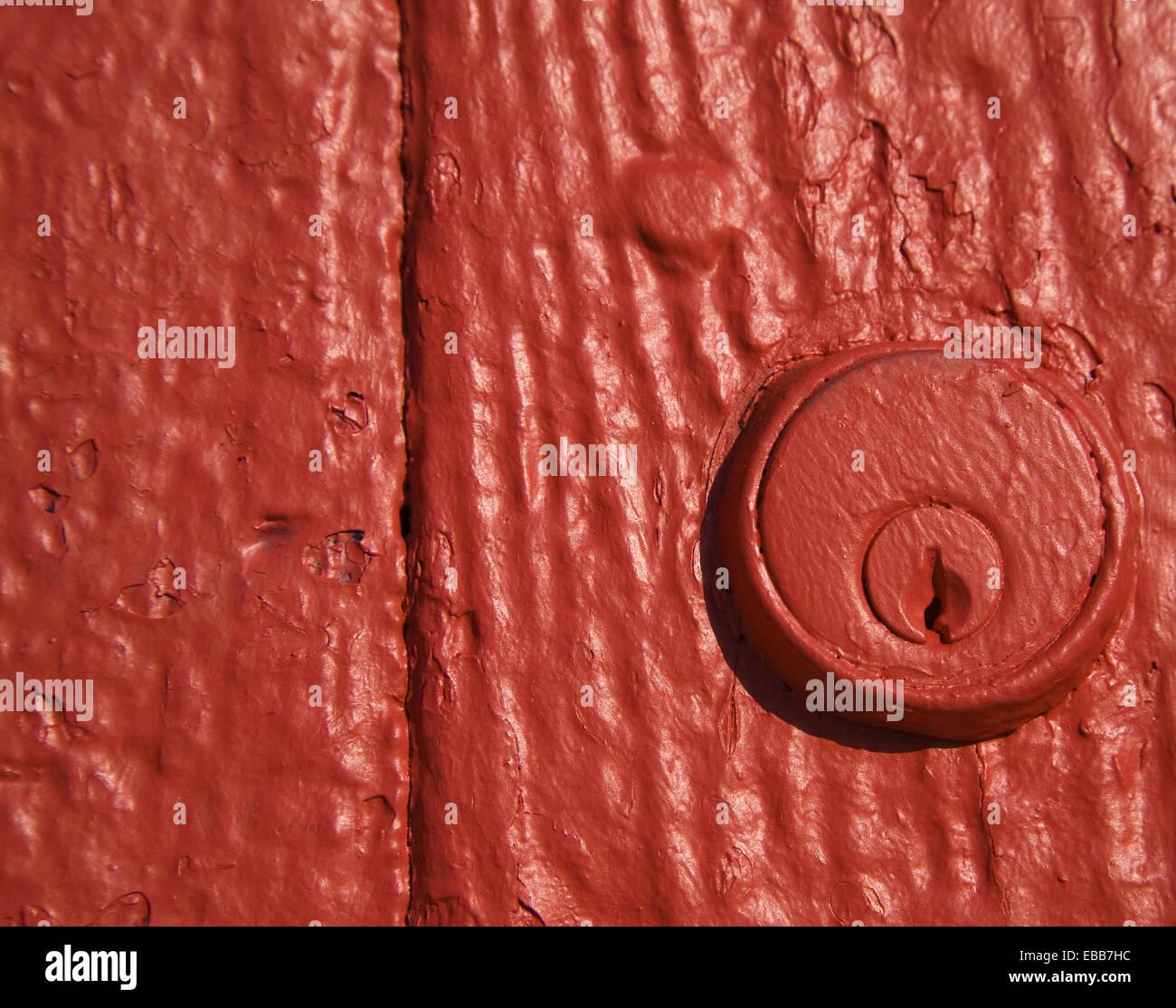 Close-up of a key lock trou peint à la peinture rouge Montréal Québec Canada. Photo Stock