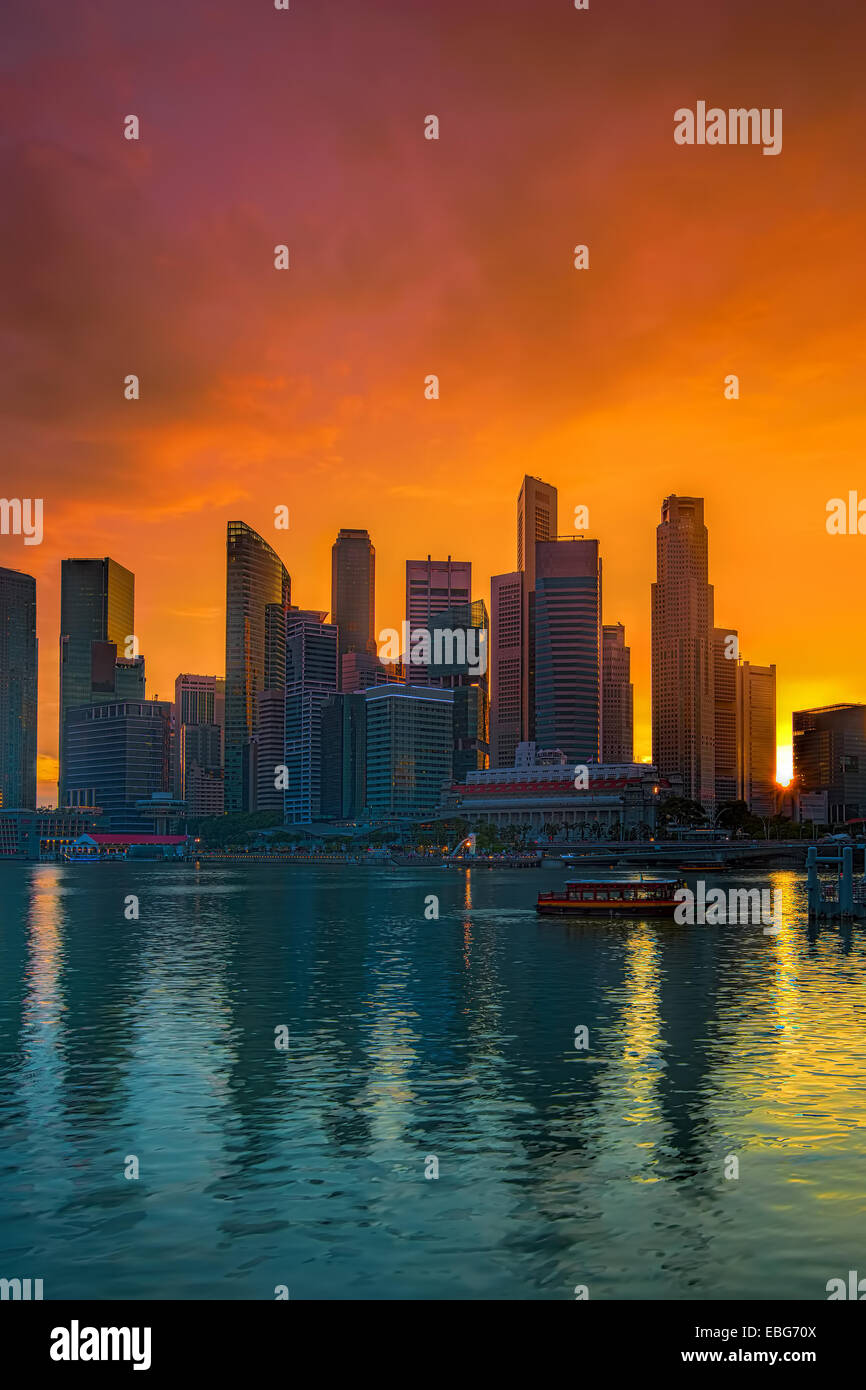 Paysage urbain de Singapour au coucher du soleil Banque D'Images