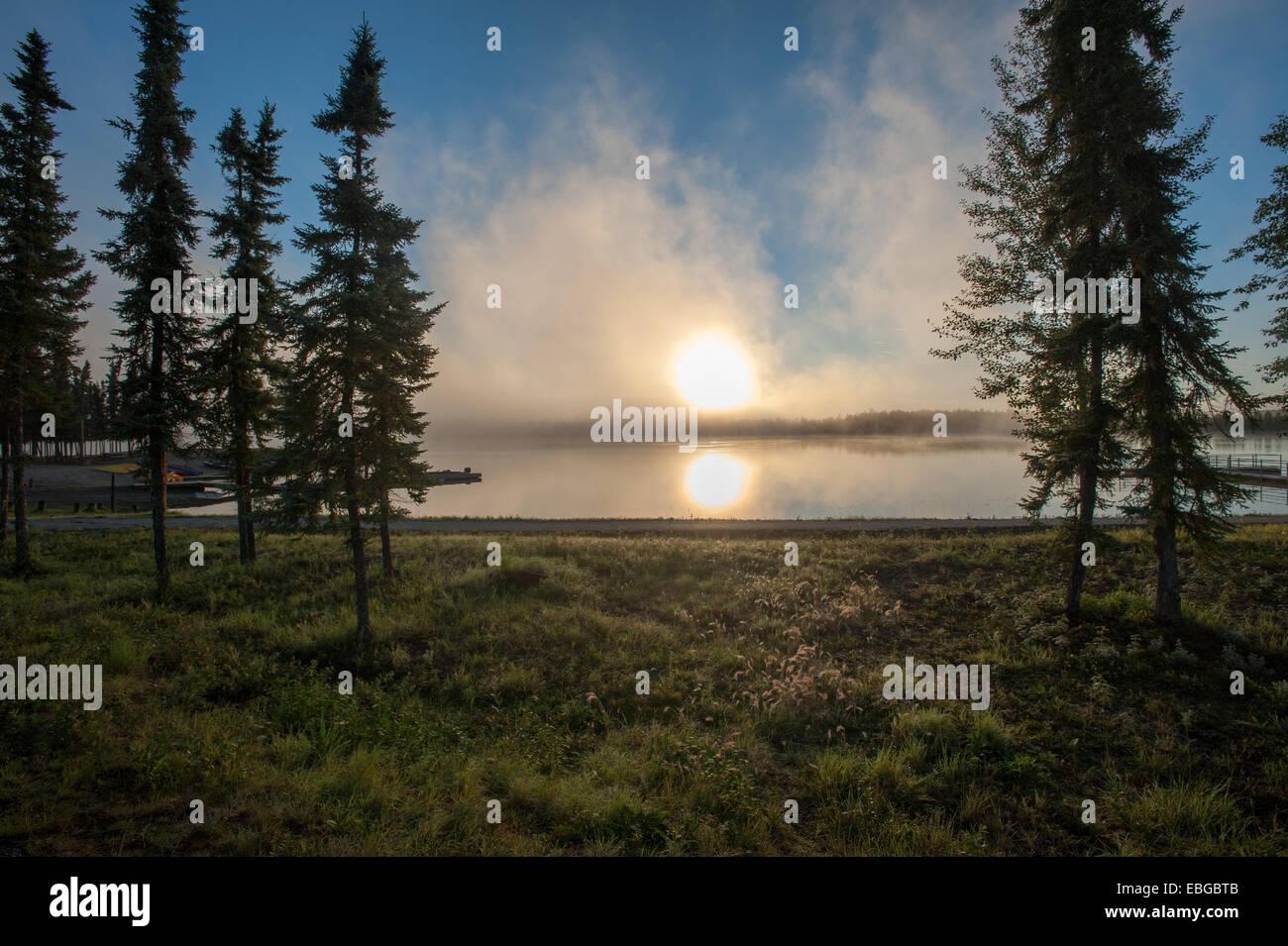 Coucher de soleil sur Chena Lakes aire de loisirs, de l'Alaska Photo Stock