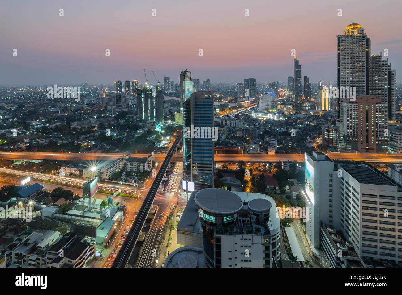 Ville moderne, Sathon Road, Bangkok, Thaïlande Photo Stock