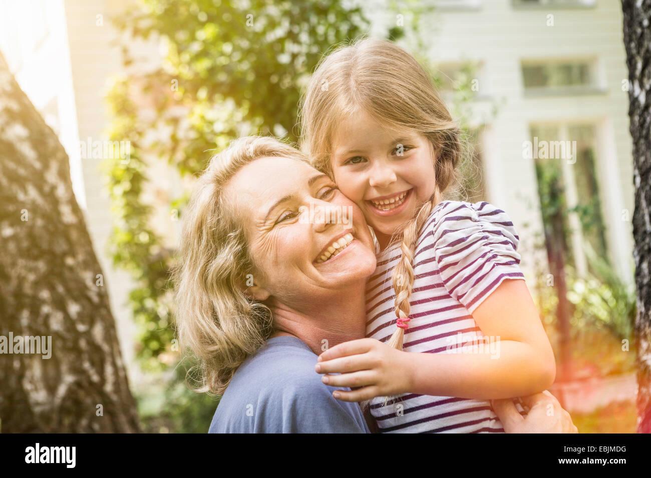 Grand-mère et petite-fille ensemble Photo Stock