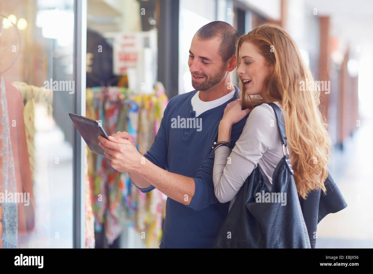 Couple window shopping, holding digital tablet Photo Stock