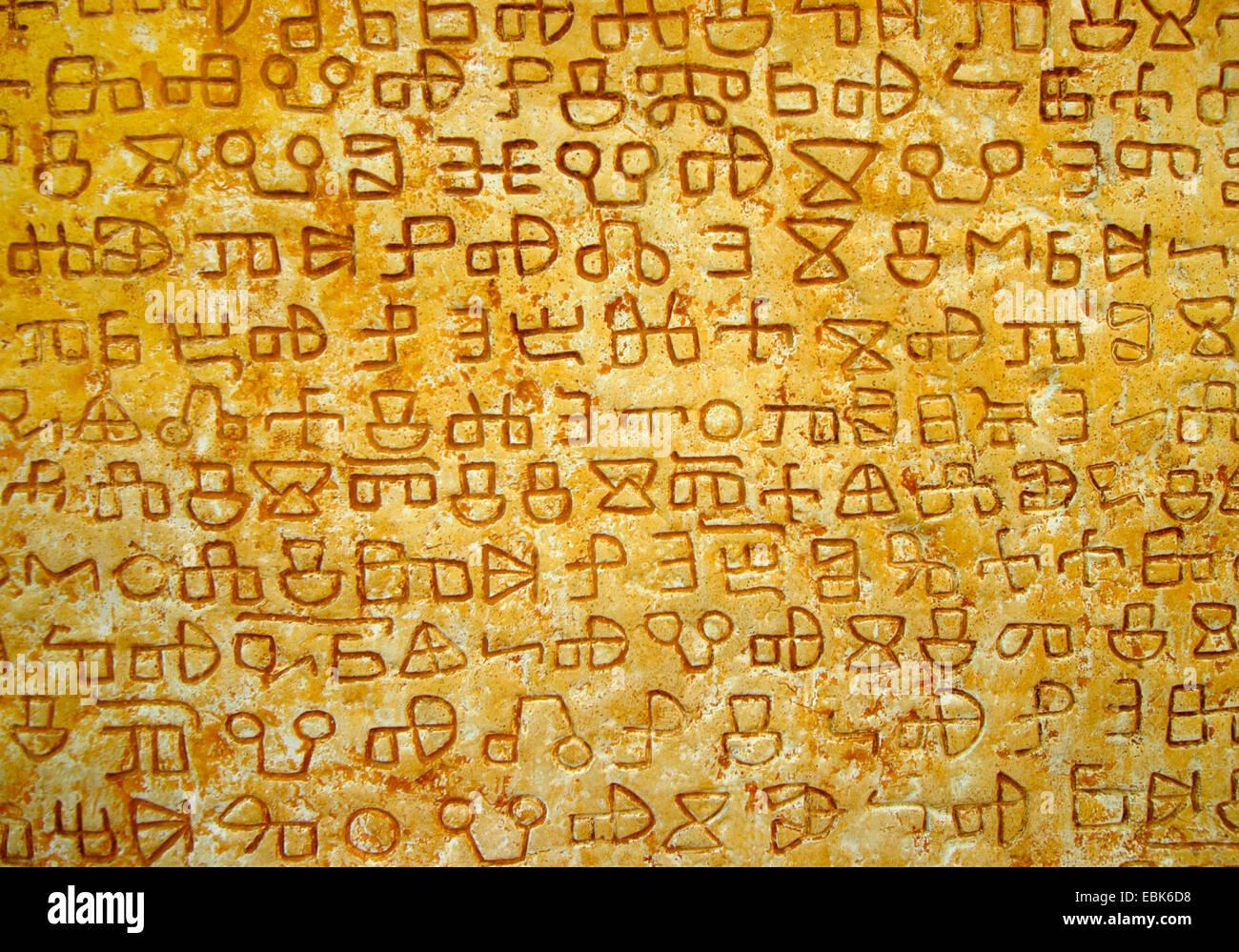 Inscription glagolitique sur une pierre à Valun, Croatie, Insel Cres Banque D'Images