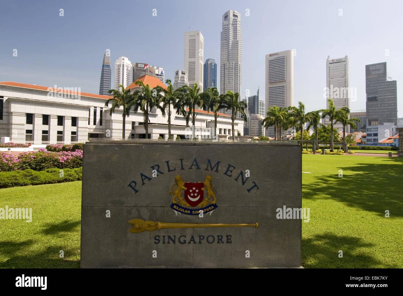 L'édifice législatif de Singapour en face de Skyline, Singapour Banque D'Images