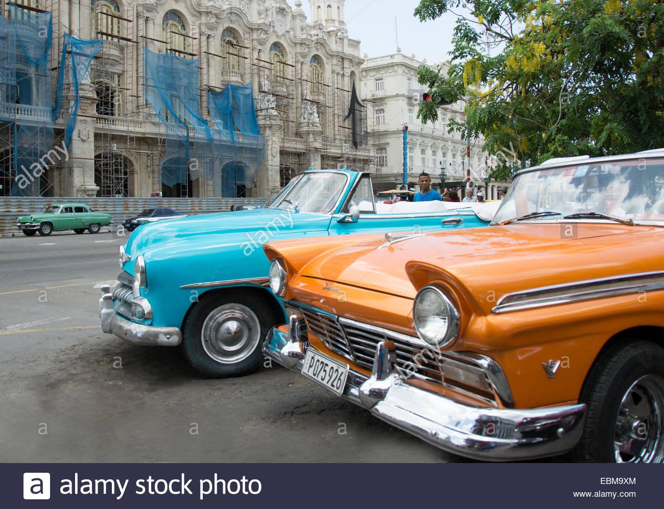 belles vieilles voitures am ricaines fonctionnant en routes cubaines cuba a souffert de la. Black Bedroom Furniture Sets. Home Design Ideas